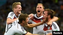 Germany's Mario Goetze celebrates his goal against Argentina with teammates (L-R) Andre Schuerrle ,Thomas Mueller and Benedikt Hoewedes during extra time in their 2014 World Cup final at the Maracana stadium in Rio de Janeiro July 13, 2014.
