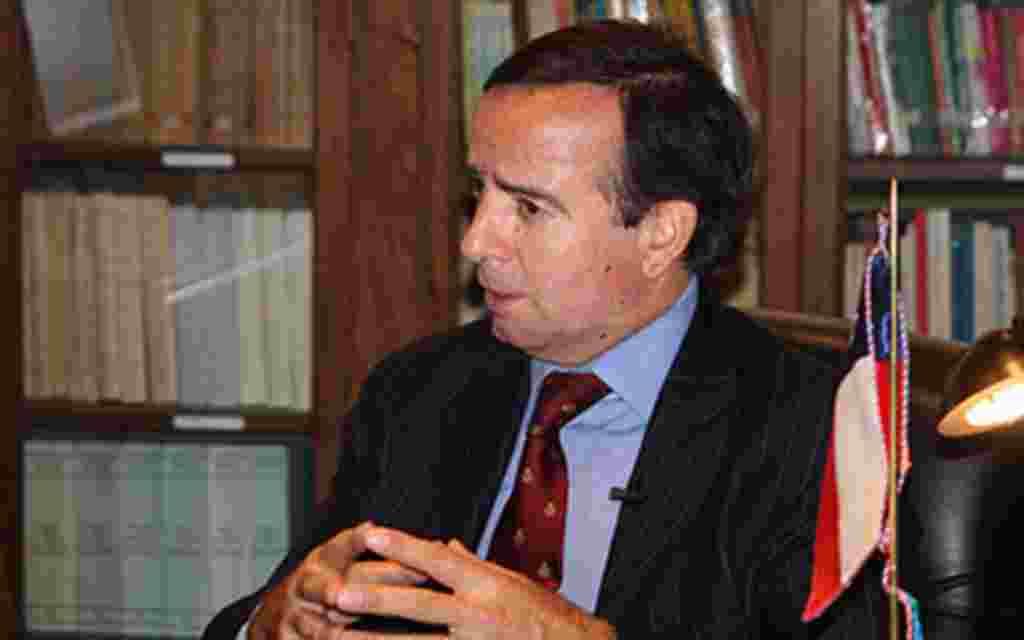 El embajador de Chile, Arturo Fermandois, habló con voanoticias.com sobre las acciones que su embajada realizó para contribuir desde Washington con el rescate de los mineros que se encontraban atrapados en Chile.