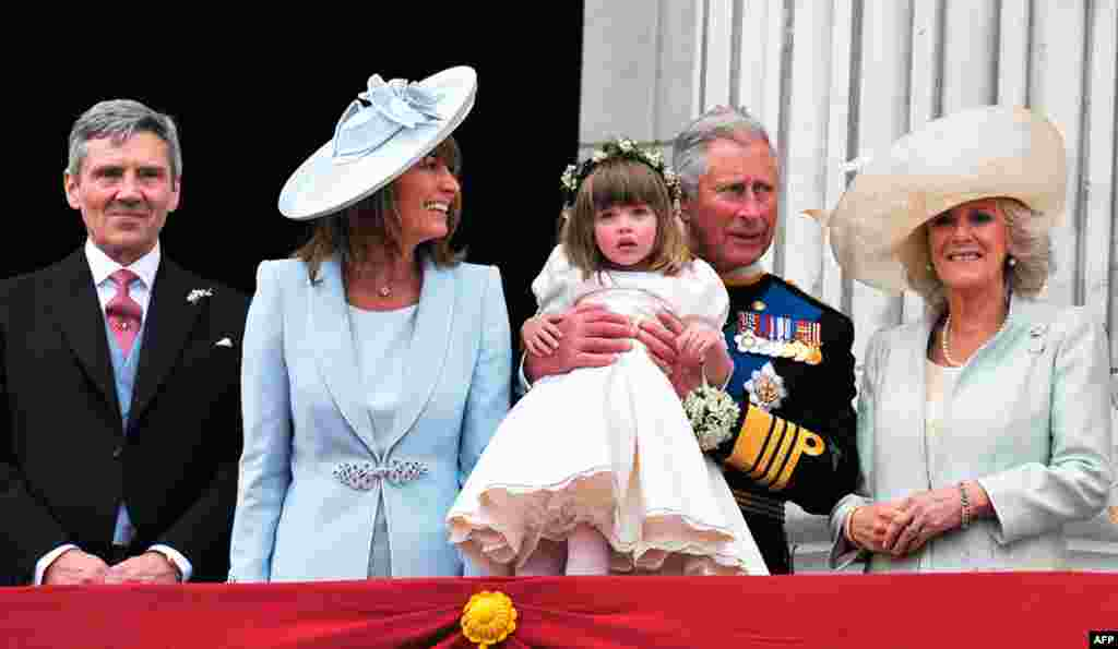 (L-R) Michael and Carole Middleton, the parents of Catherine, Duchess of Cambridge, Britain's Prince Charles, bridesmaid Eliza Lopes and Camilla, Duchess of Cornwall, stand on the balcony of Buckingham Palace in London. (REUTERS/John Stillwell)