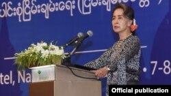 ႏိုင္ငံေတာ္ အတုိင္ပင္ခံပုဂၢိဳလ္ ေဒၚေအာင္ဆန္းစုၾကည္ (သတင္းဓါတ္ပံု-Myanmar State Counsellor Office)