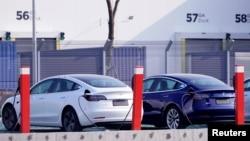 在中國的特斯拉上海廠裡生產的特斯拉Model 3 電動汽車。 (2019年12月2日)