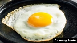 اما برخی داکتران قلب می گویند که خوردن بیش از حد تخم می تواند مشکلات قلبی را باعث شود.