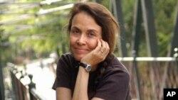 美和平诗人纳奥米.谢哈布.奈为巴勒斯坦裔