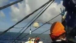 菲律賓漁民展示與中國海警船遭遇畫面