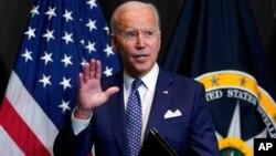 ប្រធានាធិបតីអាមេរិកលោក Joe Biden ថ្លែងនៅការិយាល័យនាយកស៊ើបការណ៍សម្ងាត់ជាតិអាមេរិក (ODNI) នៅជាយរដ្ឋធានីវ៉ាស៊ីនតោនកាលពីថ្ងៃទី២៧ ខែកក្កដា ឆ្នាំ២០២១។