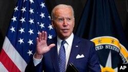 Predsjednik Joe Biden govori predstavnicima obavještajne zajednice tokom posjete Kancelariji direktora nacionalne obavještajne službe u McLeanu, Washington, 27. jula 2021.