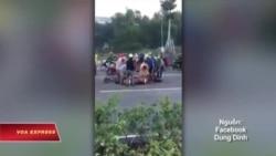 Video xẻ thịt trâu chết trên đường ở Việt Nam gây bức xúc