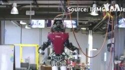Robot biểu diễn đi trên đường 'mỏng như dây'