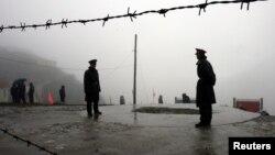 Tentara perbatasan China menjaga kawasan Nathu La, perbatasan antara wilayah Tibet di China dengan India (foto: dok).