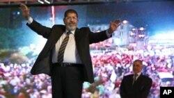 Mohammed Morsi saat melakukan kampanye pilpres di Kairo (foto: dok). Kandidat Presiden dari kelompok Ikhwanul Muslimin ini resmi dinyatakan sebagai pemenang pemilihan Presiden Mesir putaran kedua.