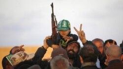 نیروهای دولت موقت لیبی برای کنترل زادگاه قذافی می جنگند