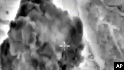 Foto yang diambil dari video yang tersedia di website Departemen Pertahanan Rusia pada 3 Oktober 2015, sebuah bom terlihat meledak di Suriah.