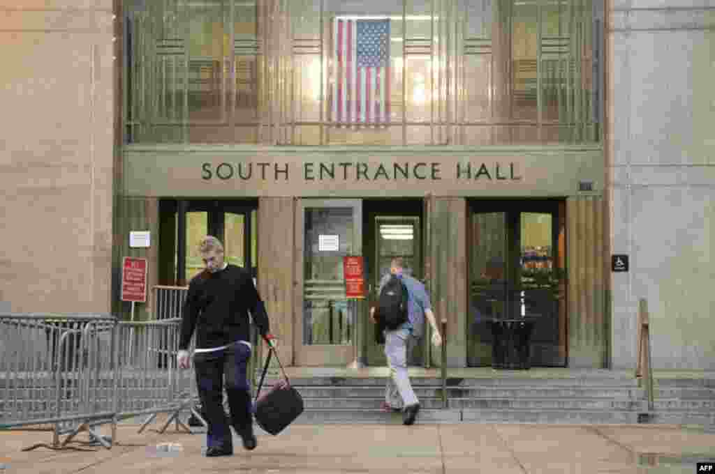 Вход в уголовный суд Манхэттена, Нью-Йорк, 16 май 2011г.
