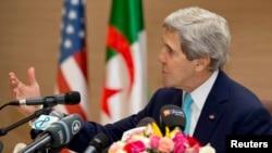 美国国务卿克里在阿尔及尔举行的美国-阿尔及利亚战略对话上做开场致辞。(2014年4月3日)