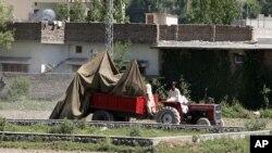 نمایی از محل اقامت اسامه بن لادن در ابت آباد پاکستان، ۲ مه ۲۰۱۲، یک روز پس از به دام افتادن بن لادن