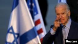 Wakil Presiden Amerika Serikat Joe Biden setibanya di bandara Internasional Ben Gurion, Lod, dekat Tel Aviv, Israel (8/3).