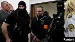 Mantan prajurit Slovakia Miroslav Marcek (tengah) dijatuhi hukuman 23 tahun penjara (foto: dok).