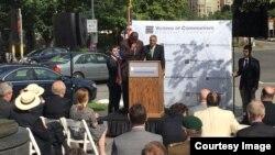지난 10일 미국 수도 워싱턴에서 열린 공산주의 희생자 추모식에서 쿠바 인권운동가 오스카 엘리야스 비셋 박사가 연설하고 있다. 그는 독재정권 종말을 위한 국제사회의 연대를 강조했다.