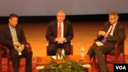 全球貿易形態轉型座談會 (左起: 馬克米利, 克萊普列斯托維茲, 穆雷希柏)