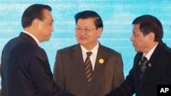菲律賓總統杜特爾特在2016會見中國總理李克強資料照。