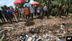 Hiện trường vụ rớt máy bay thị trấn Pakse, miền nam Lào, ngày 17/10/2013.