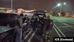Un informe del Inspector General del Departamento de Seguridad del Territorio Nacional dice que hay desorganización en el manejo de las deportaciones de inmigrantes bajo supervisión.