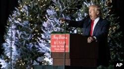 ប្រធានាធិបតីជាប់ឆ្នោតអាមេរិកលោក Donald Trump ថ្លែងនៅក្នុងការជួបជុំមួយនៅសាលមហោស្រព Orlando Amphitheater នៃមជ្ឈមណ្ឌល Central Florida Fairgrounds កាលពីថ្ងៃទី១៦ ធ្នូ ២០១៦ រដ្ឋ Florida។