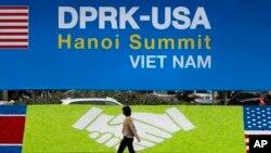 베트남 하노이에 2차 미-북 정상회담 개최를 알리는 안내판이 설치됐다.