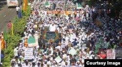 Pernyataan Presiden Perancis memicu protes di seluruh dunia, termasuk di ibukota Bangladesh, Dhaka, Oktober 2020. (Foto: dok)