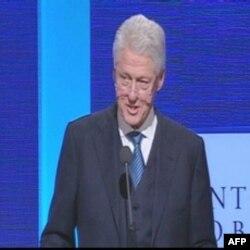 Bil Klinton aktivan u kampanji demokrata