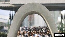 6일 일본 히로시마 평화 공원에서 원폭 71주년을 맞아 희생자 위령식이 열리고 있다.