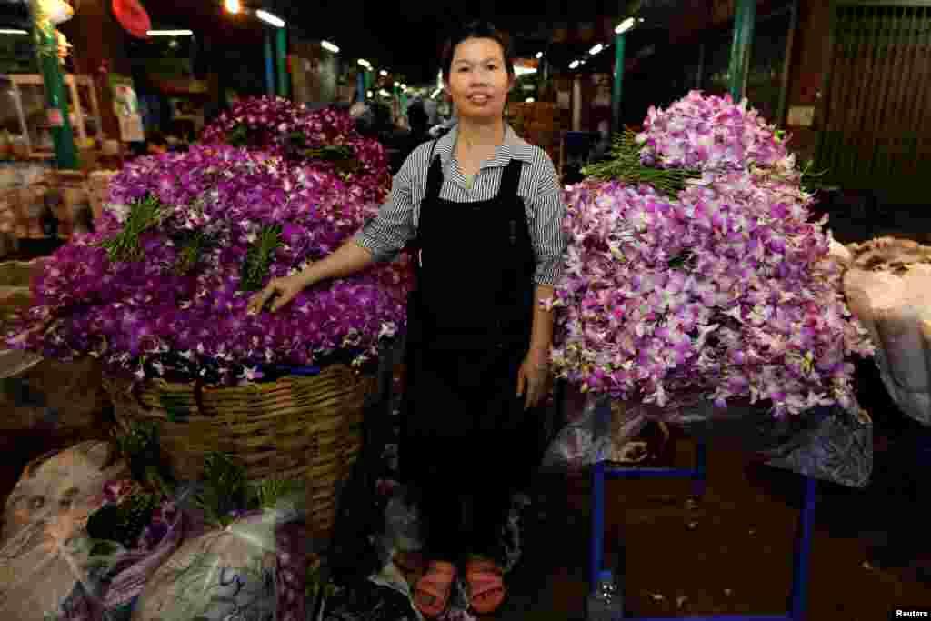 46 yaşındaki Taylandlı Ram'ın Bangkok'ta bir çiçekçi tezgahı var.