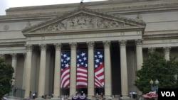 美国首都华盛顿独立日大游行盛况
