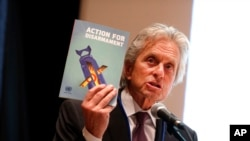 유엔 평화사절인 미 영화배우 마이클 더글라스가 지난 4월 유엔본부에서 비핵화를 지지하는 연설하고 있다. (자료사진)