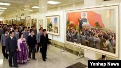 북한에서 조선노동당 창건 70주년 경축 국가미술전람회 '어머니당에 드리는 축원의 화폭'이 개막했다고, 관영 조선중앙통신이 5일 보도했다.