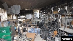 Así ha quedado la sede de la televisión pro-Assad Al-Ikhbariya tras el ataque perpetrado este miércoles. Tres periodistas y cuatro guardias de seguridad han muerto en el asalto.