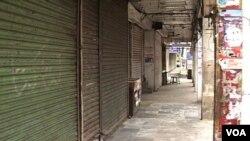 Warga Lahore melakukan protes atas pemboman di Data Durbar, dengan menutup toko-toko selama dua hari.