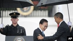 President Barack Obama welcomes South Korean President Lee Myung-bak during a state arrival ceremony on the South Lawn of the White House in Washington, October 13, 2011.