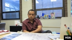 Uong Rithy is a guidance counselor at Lowell High School, Massachusetts, Tuesday, September 12, 2016. (Ten Soksreinith/VOA Khmer)