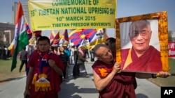 지난달 10일 인도 뉴델리에서 1959년 티베트 민중봉기 56주년을 기념하는 행진이 벌어졌다. (자료사진)