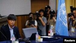 지난 2013년 8월 서울 연세대학교 새천년홀에서 열린 유엔 북한인권 조사위원회(COI) 공개 청문회에서 탈북자 신동혁 씨가 정치범수용소 생활에 대한 질문에 답변하고 있다.