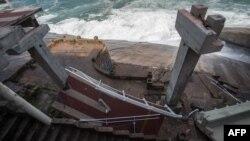 Một phần cầu vượt dành cho xe đạp được xây cho dịp thế vận hội ở Rio de Janeiro, Brazil, bị sập ngày 21/4/2016.