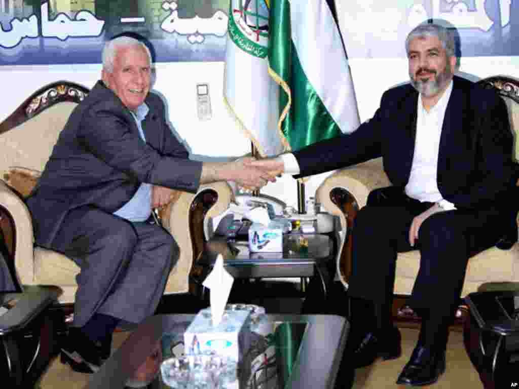 In this photo taken September 24, 2010, Hamas leader Khaled Meshaal, right, shakes hands with Fatah official Azzam al-Ahmad during a meeting in Damascus, Syria on reconciling their organizations. (AP)