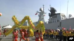 中国军舰2019年1月17日抵达马尼拉访问(美联社视频截图)
