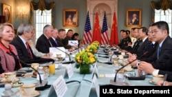 د متحده ایالاتو او چین چارواکي د جون په ٢١ د امریکا د بهرنیو چارو په وزارت کې د امنیت او دپلوماسۍ په اړه خبرې وکړې