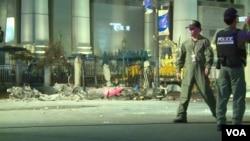 警方在曼谷市爆炸現場調查