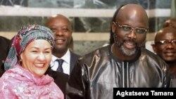 La secrétaire générale adjointe de l'ONU, Amina J Mohammed, à gauche, et le président libérien George Weah à Monrovia le 22 mars 2018.