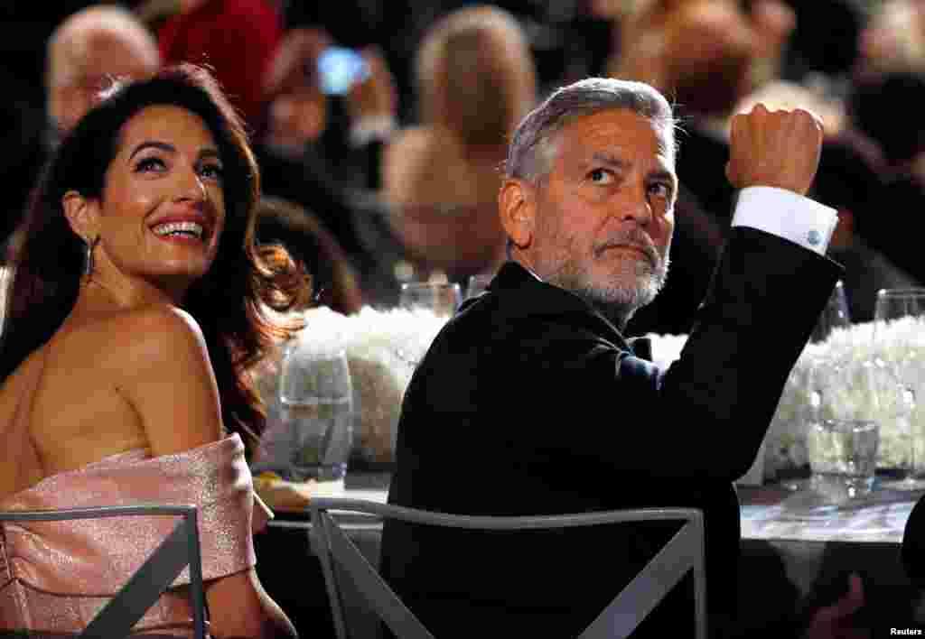 حضور جرج کلونی و همسرش امل کلونی در چهل و ششمین دوره از مراسم اهدای جایزه «یک عمر تلاش» انستیتوی فیلم آمریکا. جرج کلونی برنده امسال این جایزه بود.