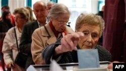 Milioni Francuza danas glasaju na predsedničkim izborima, na kojima će, prema očekivanjima, Sarkozi izgubiti položaj nakon prvog mandata