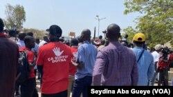 Large mobilisation des acteurs des médias pour la liberté de la presse, à Dakar, le 4 mai 2021. (VOA/Seydina Aba Gueye)